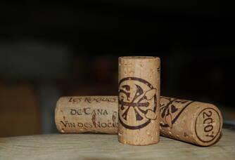 Les bouchons des bouteilles du domaine des Roques de Cana