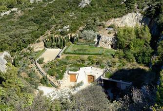 Vue aérienne de la cave et de son dôme végétalisé