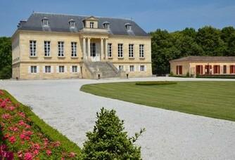 Château La Louvière - Le domaine et la cour