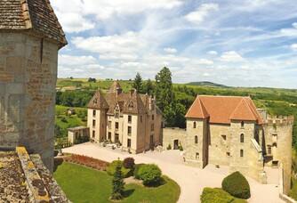 Château de Couches - La cour intérieur de la propriété
