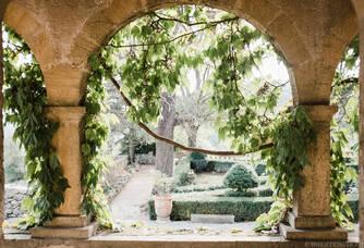 Château Bas d'Aumelas - Les arches dans le parc du domaine