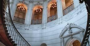 Escaliers dans le hall