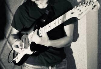 Titus mon ami musicien -compositeur,  guitariste-chanteur