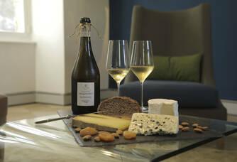 La cuvée « Les Aventures » accompagnée de bons fromages