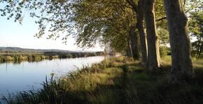 Le canal proche du Château de Paraza