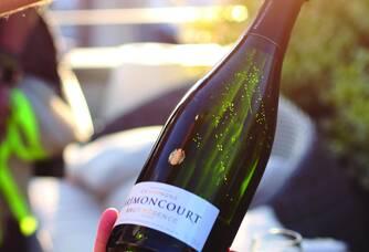 Une bouteille de Champagne Brimoncourt débouchonnée