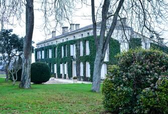 La façade du Château Rouget